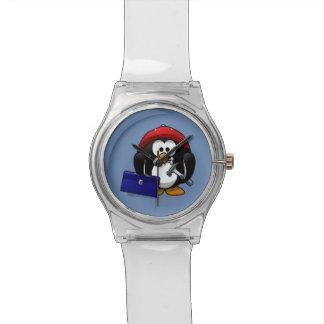 Pingüino del artesano del dibujo animado con el reloj de mano