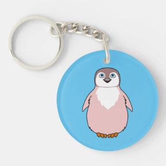 Pingüino del bebé en rosa claro llavero redondo acrílico a una cara