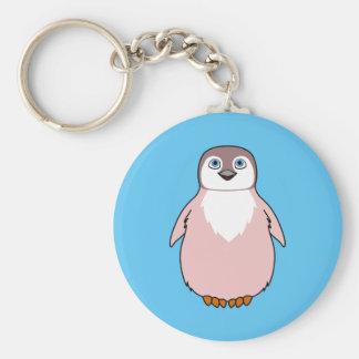 Pingüino del bebé en rosa claro llavero redondo tipo pin