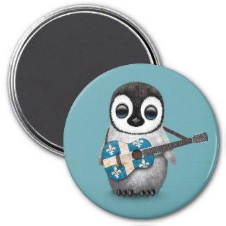 Pingüino del bebé que juega el azul de la guitarra imán redondo 7 cm