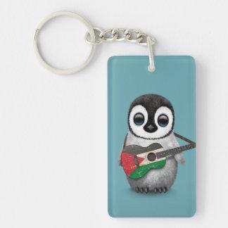 Pingüino del bebé que juega el azul palestino de llavero rectangular acrílico a doble cara