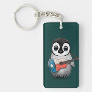 Pingüino del bebé que juega el trullo de la llavero rectangular acrílico a doble cara