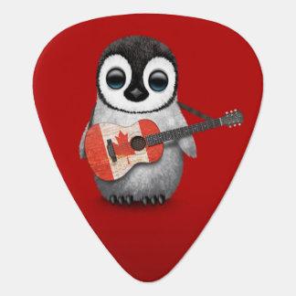 Pingüino del bebé que juega rojo canadiense de la plectro