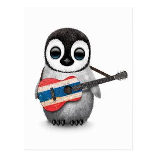Pingüino del bebé que toca la guitarra tailandesa tarjetas postales