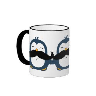 Pingüino del bigote taza de café