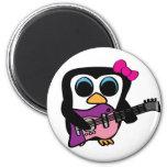 Pingüino del chica con la guitarra eléctrica imán para frigorifico