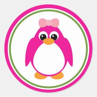 Pingüino del chica en rosa y verde pegatina redonda