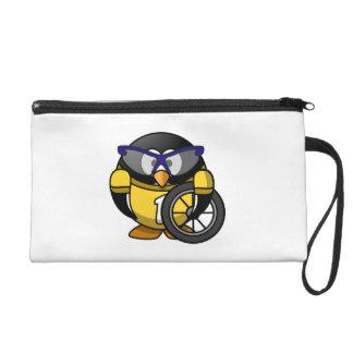 Pingüino del ciclista en amarillo