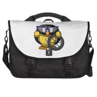 Pingüino del ciclista en amarillo bolsa de ordenador