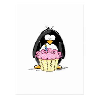 Pingüino del cumpleaños con la magdalena postal