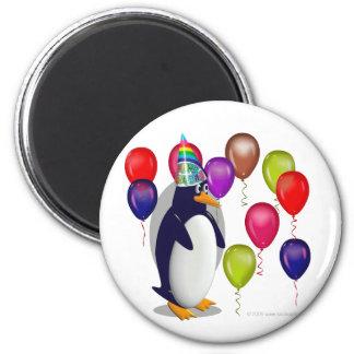 Pingüino del cumpleaños imán redondo 5 cm