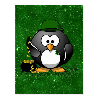 Pingüino del día de St Patrick afortunado Postal