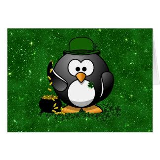 Pingüino del día de St Patrick afortunado Tarjeton