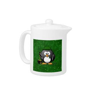 Pingüino del día de St Patrick afortunado