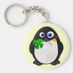 Pingüino del día de St Patrick Llaveros Personalizados