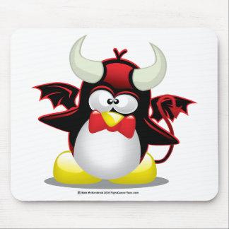 Pingüino del diablo alfombrillas de ratón