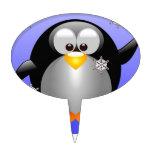 Pingüino del dibujo animado con los copos de nieve palillos de tarta