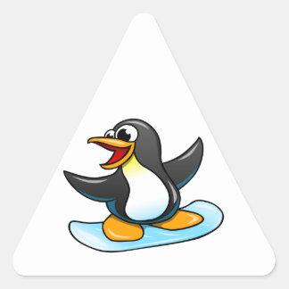 Pingüino del dibujo animado pegatina triangular