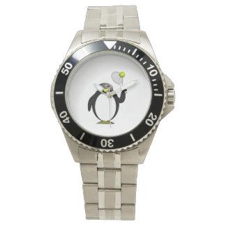 Pingüino del dibujo animado que juega a tenis reloj de mano