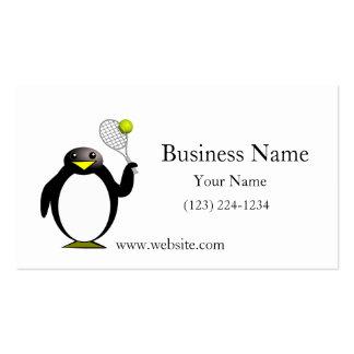 Pingüino del dibujo animado que juega a tenis tarjeta de negocio