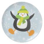 Pingüino del dibujo animado y placa de salto de lo plato para fiesta