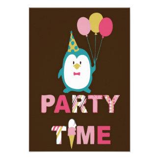 Pingüino del feliz cumpleaños comunicado