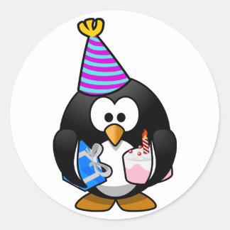 Pingüino del fiesta pegatina redonda
