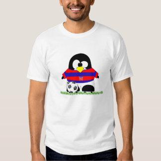 Pingüino del fútbol del dibujo animado camisas