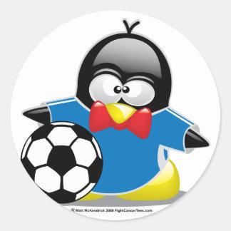 Pingüino del fútbol pegatina redonda