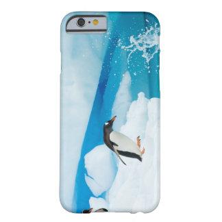 pingüino del gentoo, Pygoscelis Papua, saltando de Funda De iPhone 6 Barely There