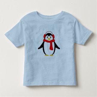 Pingüino del invierno playera de bebé