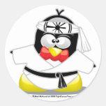 Pingüino del karate pegatina redonda