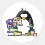 Pingüino del libro de recuerdos pegatina redonda