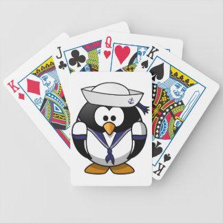 Pingüino del marinero baraja cartas de poker