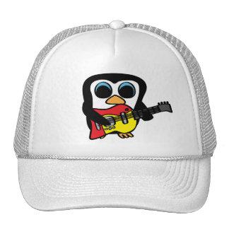 Pingüino del muchacho con la guitarra eléctrica gorro de camionero