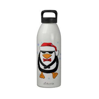 Pingüino del navidad del baile botallas de agua
