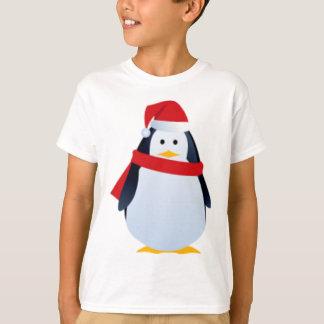 Pingüino del navidad en un gorra de Santa Polera