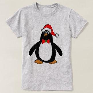 Pingüino del navidad playera