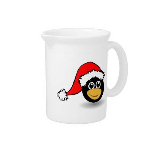 Pingüino del navidad que lleva el gorra de Santa Jarra