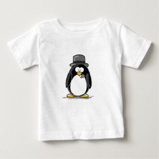 Pingüino del novio t shirt
