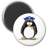 Pingüino del oficial de policía imán de frigorifico