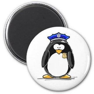 Pingüino del oficial de policía imán redondo 5 cm