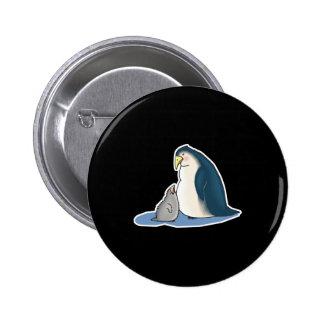 pingüino del papá y del bebé pin redondo 5 cm