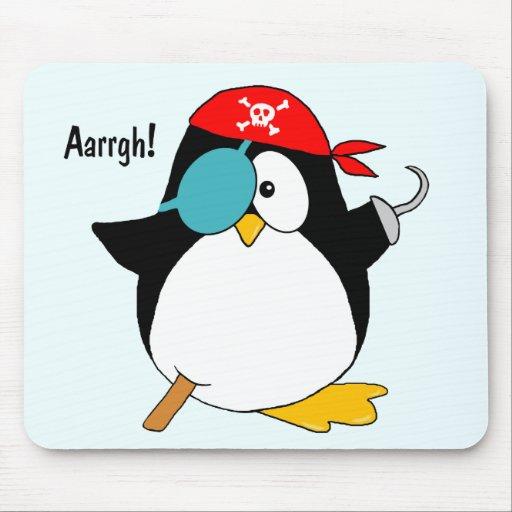 Pingüino del pirata alfombrillas de raton