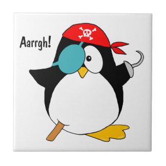Pingüino del pirata azulejo cuadrado pequeño
