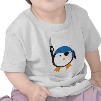 Pingüino del pirata camiseta