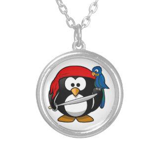 Pingüino del pirata collar plateado