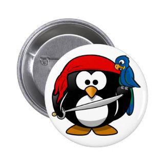 Pingüino del pirata pin redondo de 2 pulgadas