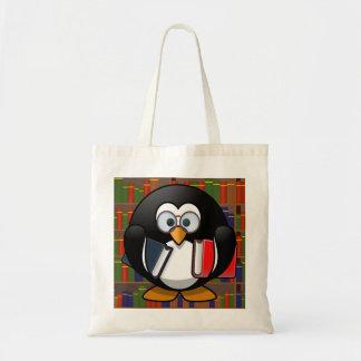 Pingüino del ratón de biblioteca en una biblioteca bolsa