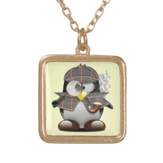 Pingüino detective collar dorado